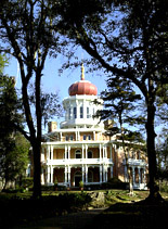A historical mansion in Natchez
